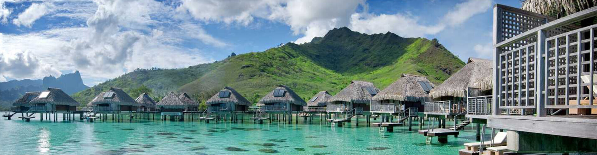 overwater bungallows of the hotel Hilton moorea