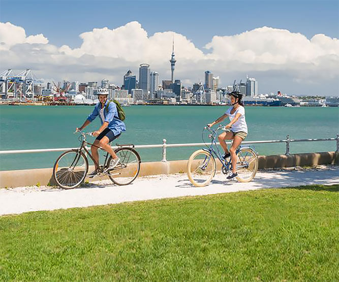 Couple riding bikes in Auckland, New Zealande