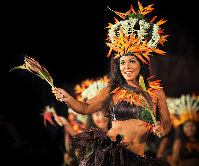 Woman dansing traditional tahitian danse with flowers