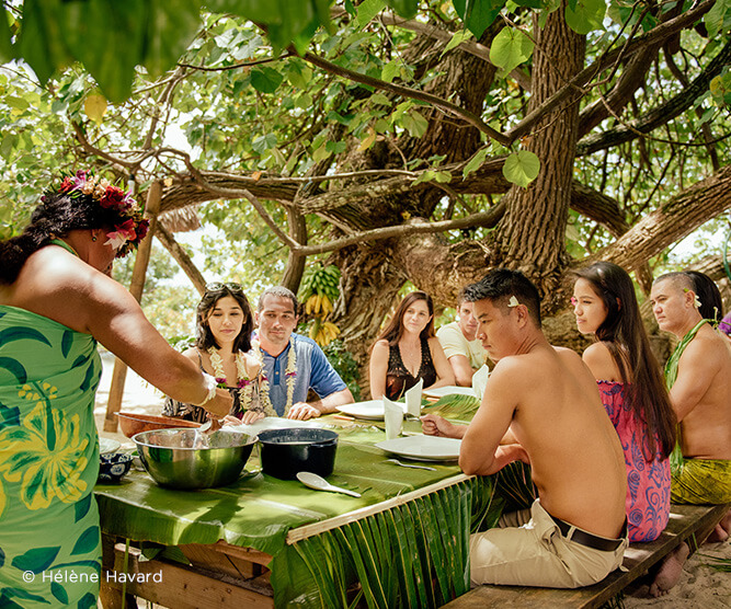Group dining in Moorea