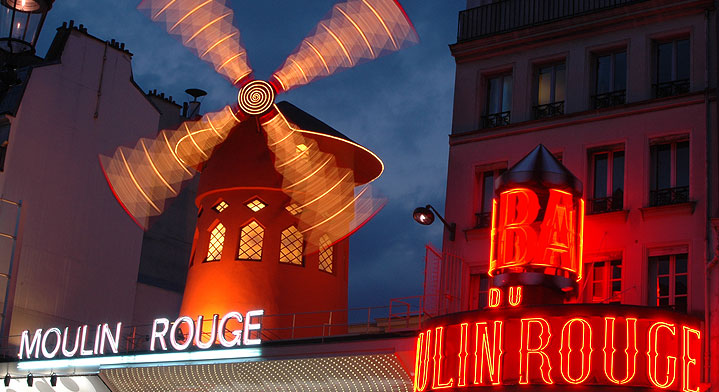 photo of the moulin rouge in Paris by night