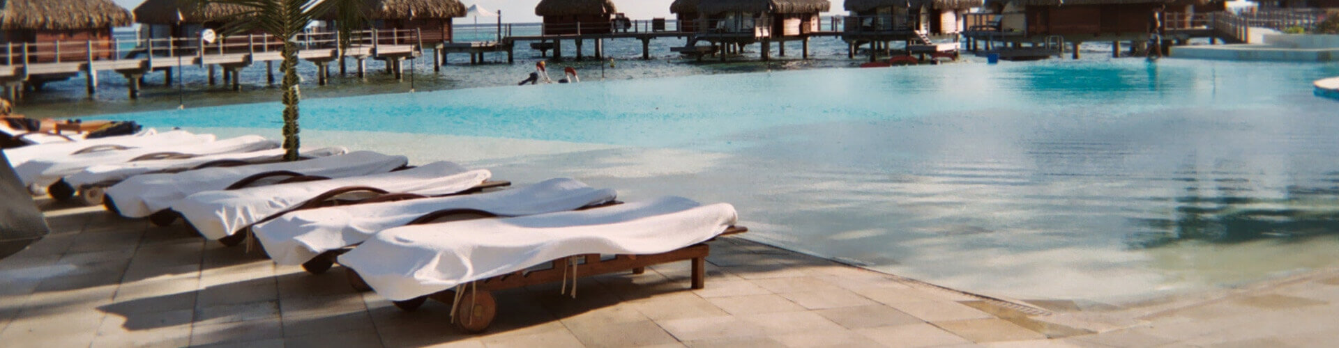 photo of the swimming poll of the hotel Moorea Pearl beach Resort