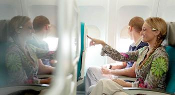 photo d'un couple assis en classe Economique Moana d'Air Tahiti Nui