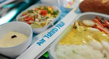 photo d'un repas à bord d'Air Tahiti Nui