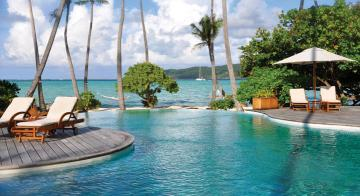 Infinity Pool at Le Taha'a Island Resort & Spa