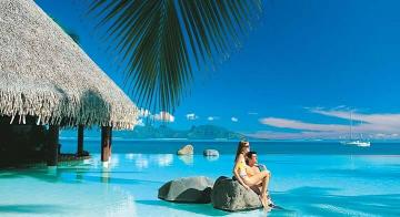 Couple by the infinity pool at the Intercontinental Tahiti Resort & Spa