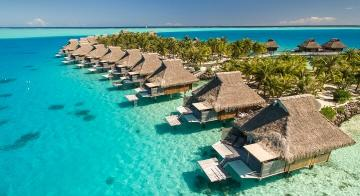 hotels and lagoon in tahiti islands
