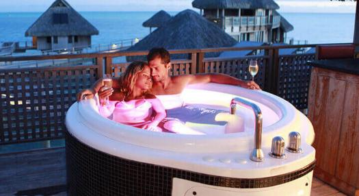 Image of a couple in an outdoor SPA in an hotel in the islands of tahiti