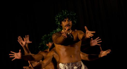 picture of a tahitian group at the ori tahiti nui solo competition