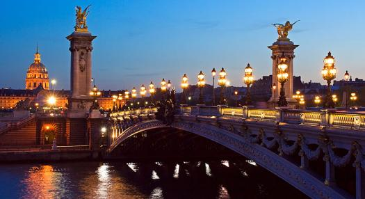 Photo of the celbre pont neuf in Paris by night