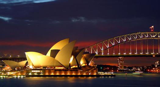 photo of the opera house in sydney by night