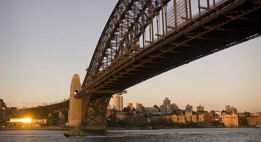 Photo of the harbour bridge of Sydney at sunset